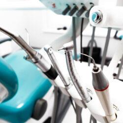 parowa steryzlizacja i oczyszczanie narzędzi stomatologicznych w gabinecie Dentysty